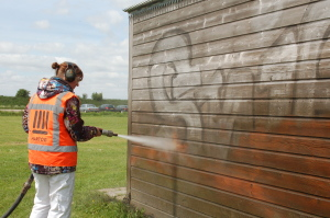 Graffiti verwijderen op hout met Torbo straaltechniek