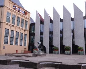 Stadhuis bewerkt